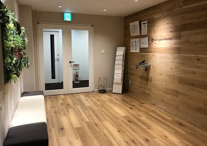 イズミシステム設計 大阪オフィスのエントランスの写真